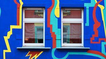 Fassade Hausfront Graffiti bunt Wohnen Miete