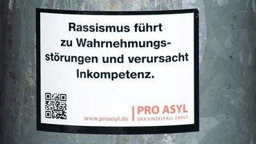 Rassismus Aufkleber ProAsyl